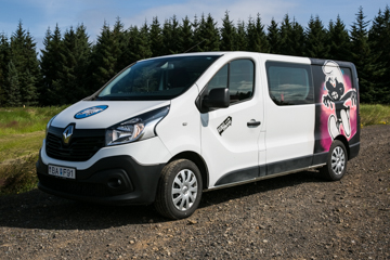 B -W/HEATER, MANUAL Renault Trafic low roof or similar - Drives 5 / Sleeps 3