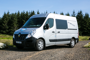 CA Campervan - W/HEATER, Automatic Renault Master or similar - Drives 5 / Sleeps 5