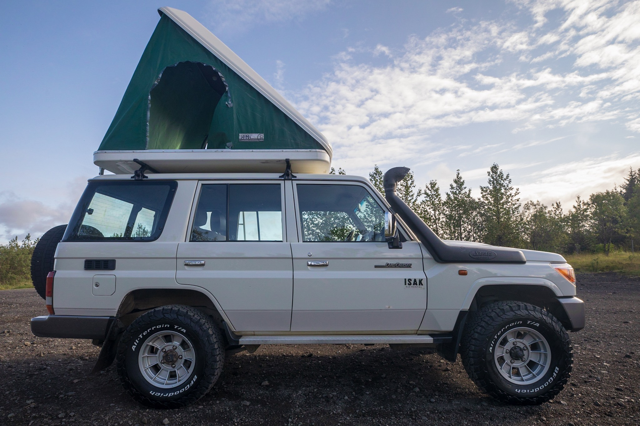 Land Cruiser 76 w/Roof top tent